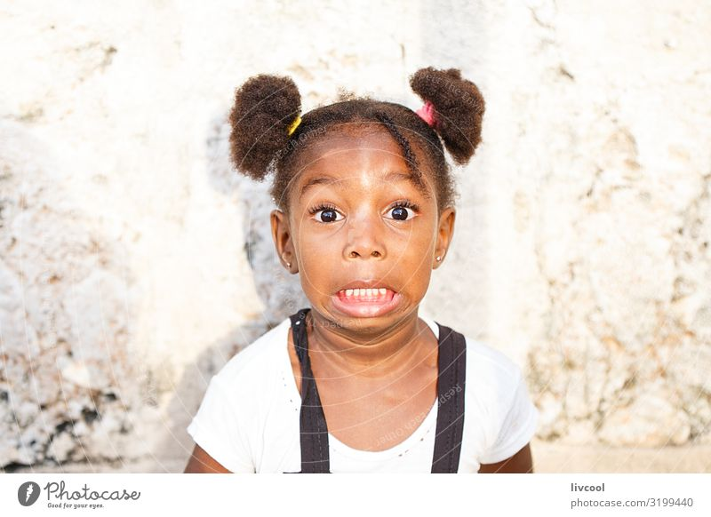 mädchen mit überraschungsgesicht , kuba Lifestyle Stil schön Leben Spielen Ferien & Urlaub & Reisen Ausflug Insel Kind Mensch feminin Mädchen Kindheit Haut Kopf