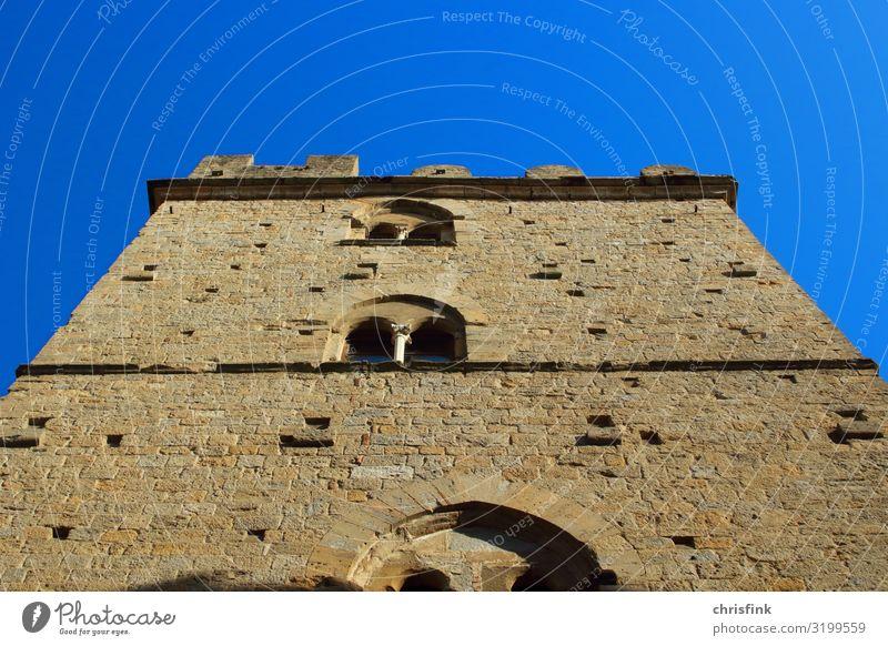 Rathaus in Volterra Toscana Lifestyle Kunst Kunstwerk Umwelt Stadt Haus Palast Platz Marktplatz Mauer Wand Fassade Fenster Tür stehen blau braun ästhetisch