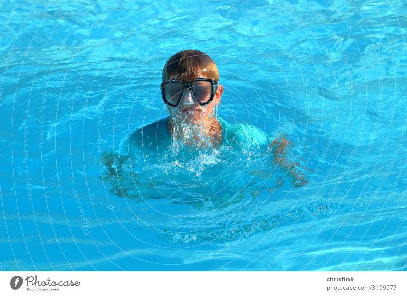 Junge mit Taucherbrille in Schwimmbad Lifestyle Freizeit & Hobby Ferien & Urlaub & Reisen Tourismus Sport Schwimmen & Baden tauchen Kindererziehung Jugendliche