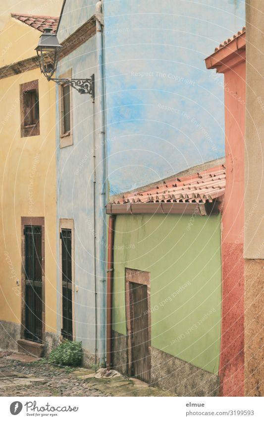 Färbergasse Ferien & Urlaub & Reisen Städtereise Italien Italienisch Sardinien Bosa Kleinstadt Haus Gasse Fassade Tür Dach Lampe authentisch außergewöhnlich