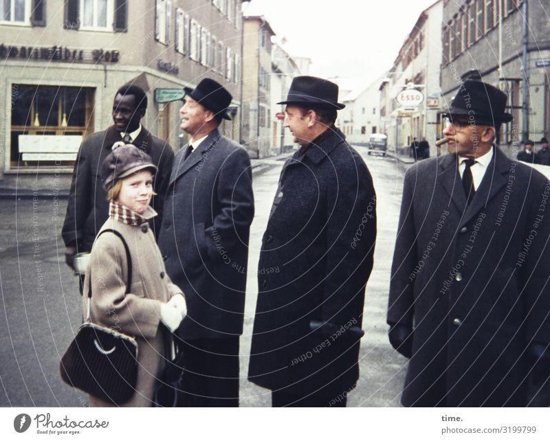 Damenbild mit Gruppe* maskulin feminin Mädchen Mann Erwachsene 5 Mensch Stadtzentrum Haus Geschäftsleute Bürogebäude Fassade Straße Wegkreuzung Hemd Mantel