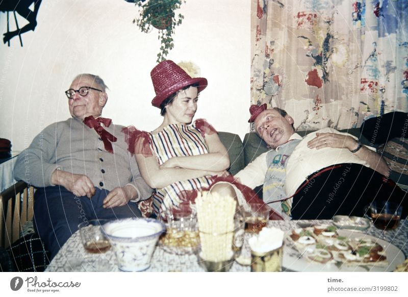 zu vorgerückter Stunde Frau Mensch Mann Erwachsene Leben feminin Feste & Feiern Party Zusammensein Häusliches Leben Wohnung Dekoration & Verzierung Raum