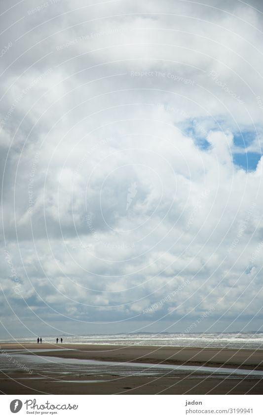 minimalistischer sommer. Mensch Himmel Natur Sommer Wasser Landschaft Meer Ferne natürlich Küste Sand Ausflug Horizont wandern Wellen Wind