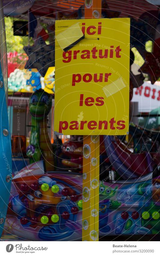 Ohne gute Laune der Eltern nichts möglich: Schild mit Hinweis auf kostenloses Angebot für Erwachsene Jahrmarkt Kirmes Frankreich Kinderspaß Spaß