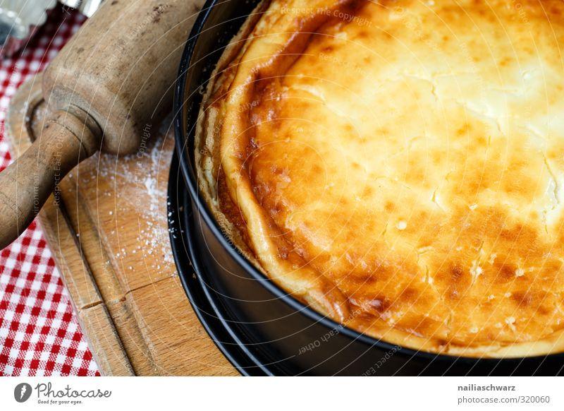 Käsekuchen Lebensmittel Teigwaren Backwaren Kuchen Dessert Süßwaren käsekuchen Ernährung Kaffeetrinken Nudelholz schneiderbrett lecker positiv saftig schön süß