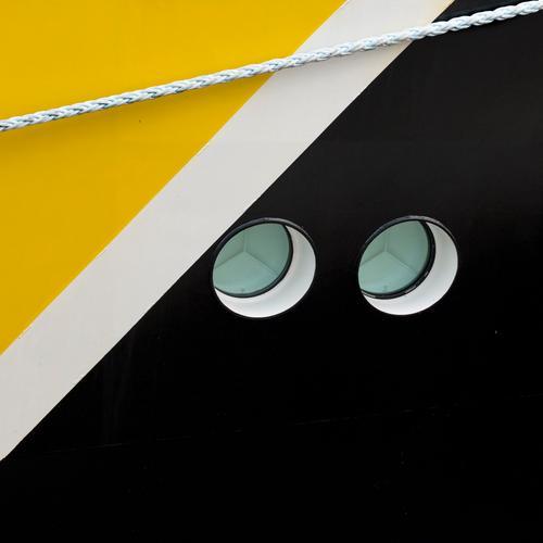 schwarz zu gelb Wasserfahrzeug Bullauge Seil Farbe weiß