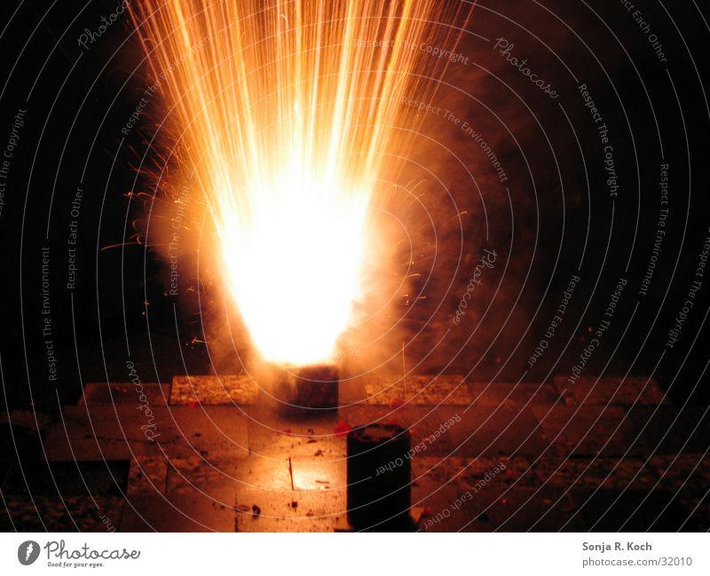 Silvester-Kracher Silvester u. Neujahr Explosion Physik Licht Knall obskur Feuerwerk Wärme Brand