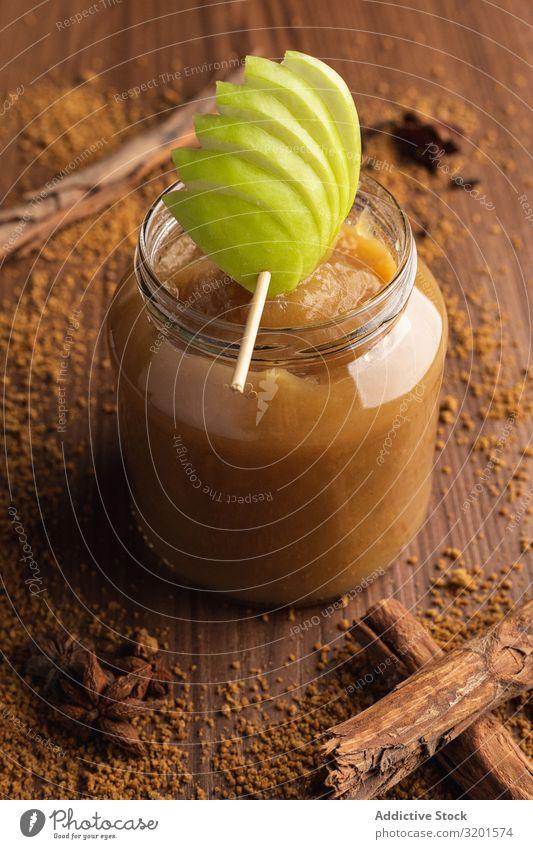 Köstliches Apfelmus im Glas und Zimt natürlich saftig Frucht Lebensmittel Dessert grün süß Vegetarische Ernährung frisch lecker gebastelt