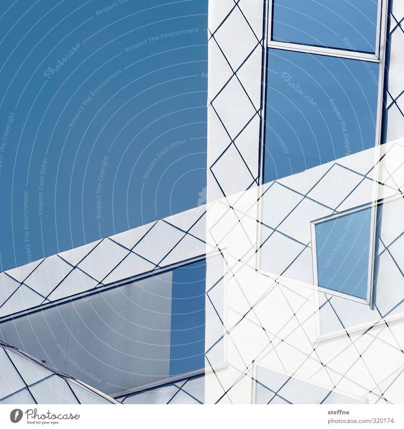 Fenster zur Welt Himmel Wolkenloser Himmel Köln Köln-Ehrenfeld Fassade ästhetisch blau weiß blau-weiß Doppelbelichtung Farbfoto Außenaufnahme abstrakt Muster