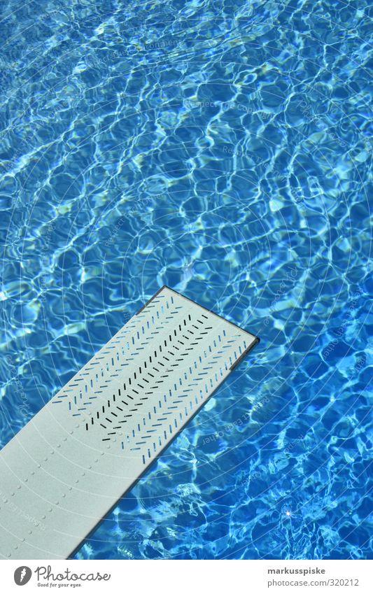 hüpf rein Ferien & Urlaub & Reisen blau Sommer Sonne Freude Sport Glück Schwimmen & Baden springen Angst Freizeit & Hobby Tourismus nass Coolness Fitness fallen