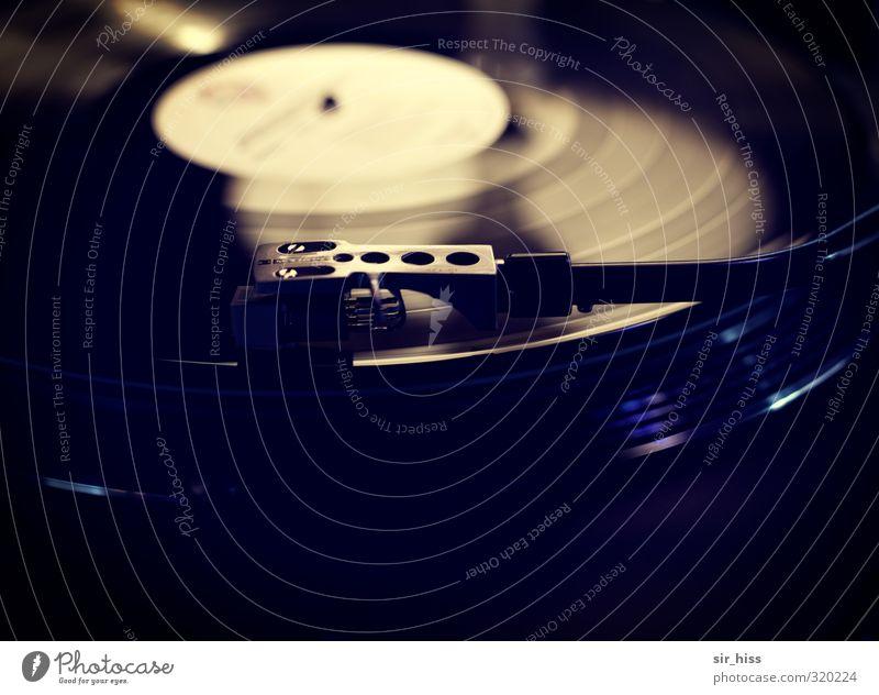 Kreisverkehr. Einspurig. Freude schwarz Musik Freizeit & Hobby gold Tanzen Coolness Show Lebensfreude Jugendkultur violett Sehnsucht hören drehen Euphorie