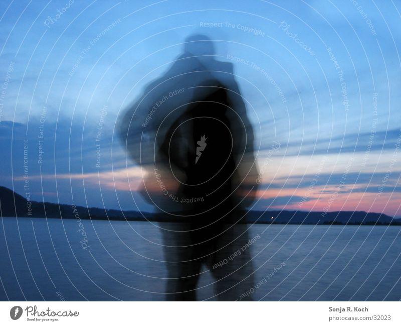 Schattenmann Sonnenuntergang ruhig Langzeitbelichtung See Abend Abenddämmerung Wasser