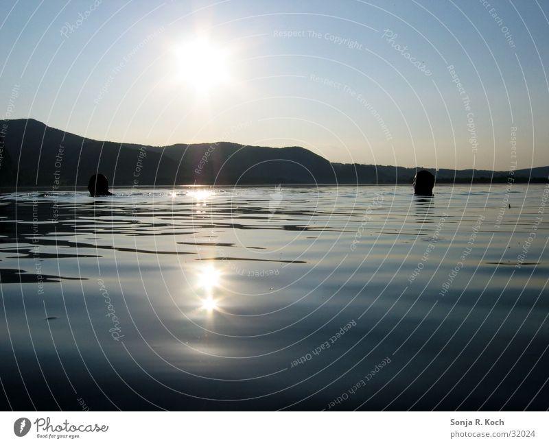 Abendliches Bad Wasser Sonne See Wärme Physik Kühlung