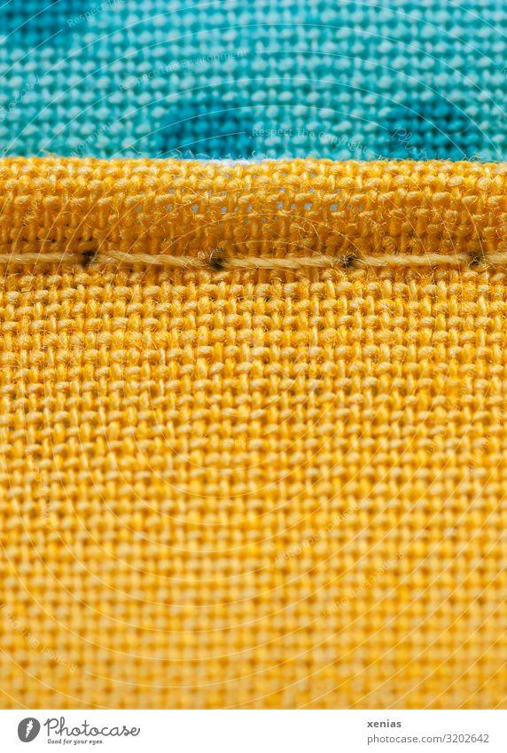 Makroaufnahme: Gelber und blauer Stoff mit Naht Bekleidung Leinen Nähgarn Textilien Linie gelb Nähen Strukturen & Formen Studioaufnahme Detailaufnahme