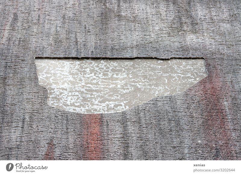 abgefallen rot Haus Wand Mauer Fassade grau kaputt Loch hässlich Sachbeschädigung Putzfassade Sturmschaden