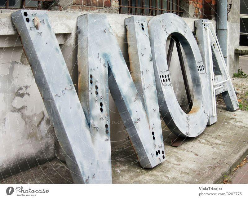 WOA! Bildung lernen Medienbranche Werbebranche sprechen lesen Stadt Industrieanlage Fabrik Mauer Wand Beton Metall Stahl Rost Backstein Zeichen Schriftzeichen