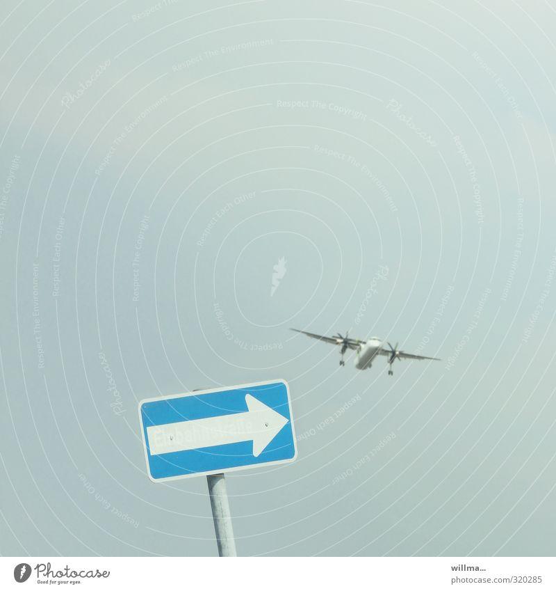Einbahnstraße Ferien & Urlaub & Reisen Luftverkehr Flugzeug Schilder & Markierungen Verkehrszeichen fliegen blau Flugzeuglandung Neigung lustig Wegweiser