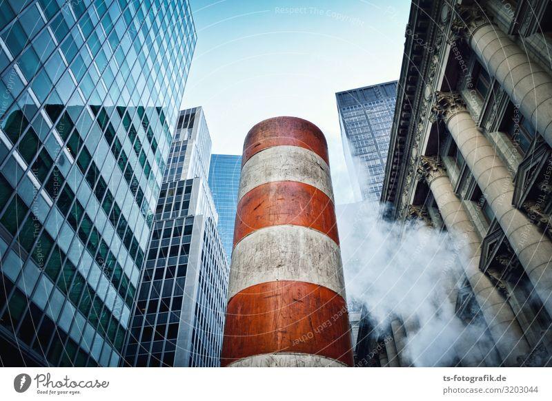 Mal richtig Dampf ablassen in Manhattan Energiewirtschaft Erneuerbare Energie Fernwärme Nebel New York City USA Stadt Stadtzentrum Menschenleer Haus Hochhaus