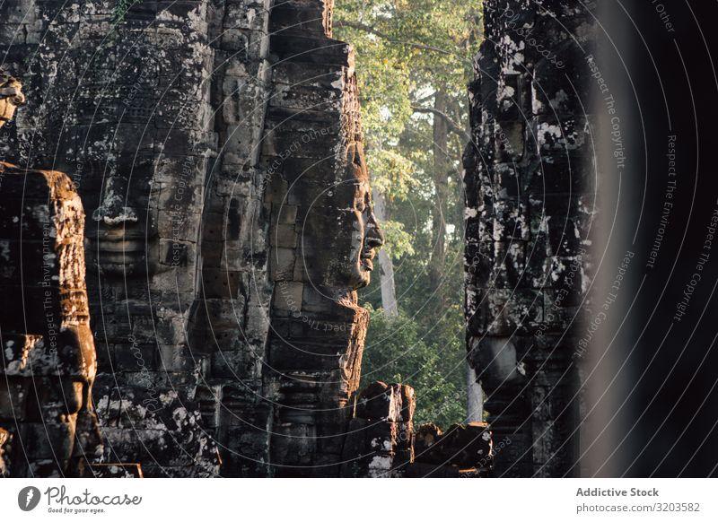 Majestätische alte Architektur des Tempels antik Denkmal Thailand Relief Skulptur Kultur Religion & Glaube Stein Gott Tourismus Ferien & Urlaub & Reisen Gebäude