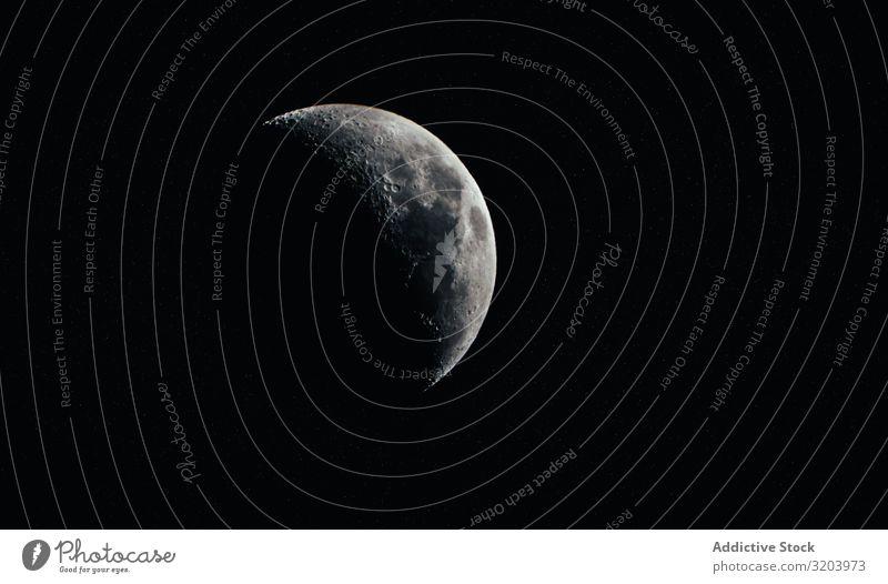Schattiger Mond am schwarzen Himmel Hälfte Nacht dunkel Schatten überdeckt Weltall Natur Mysterium Landschaft Phase verstecken Frieden Vulkankrater Astronomie