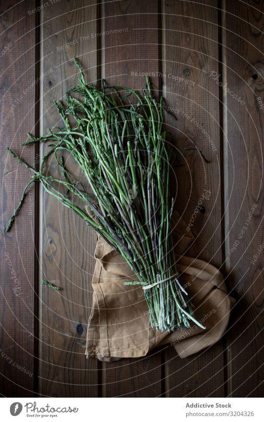 Frischer grüner Spargel frisch organisch natürlich Lebensmittel Bündel kochen & garen lecker Ernährung roh reif Kräuter & Gewürze Blatt rustikal Tisch
