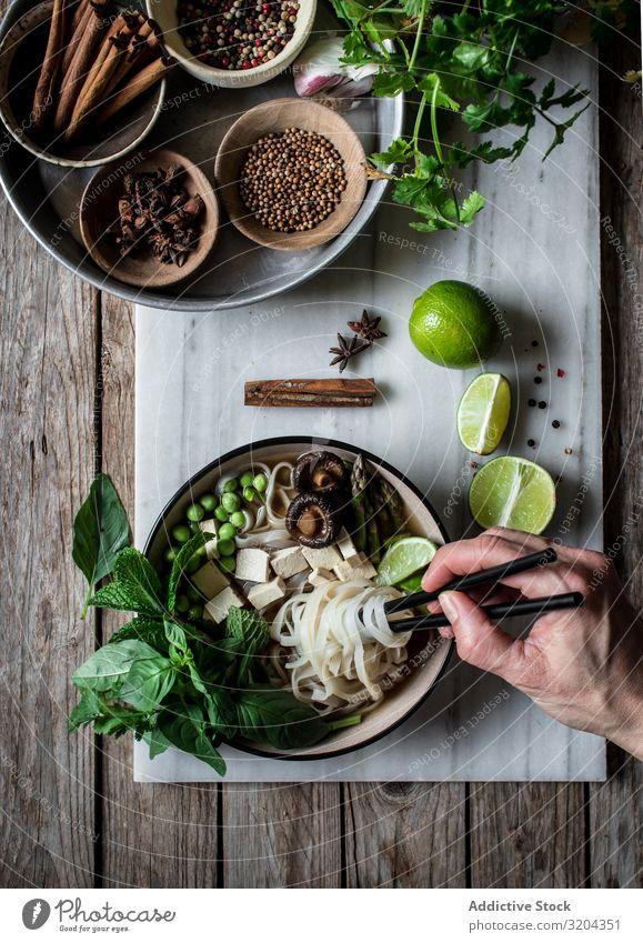 Gewürze und frisches Gemüse zum Kochen Suppe Vegetarische Ernährung pho Kräuter & Gewürze mischen Schalen & Schüsseln lecker Asiatische Küche Nudel