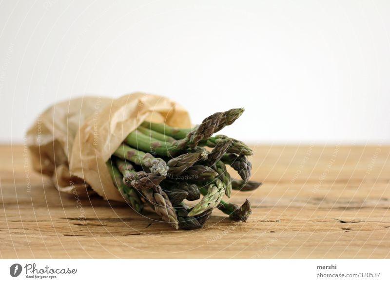 Spargel to go Lebensmittel Gemüse Ernährung Essen frisch braun grün Spargelbund Spargelzeit Gesundheit Holztisch kochen & garen Markt Spargelkopf Spargelspitze
