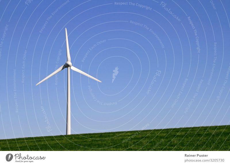 Windenergie - Windrad vor blauem Himmel Windkraftanlage Erneuerbare Energie Energiewirtschaft Schönes Wetter Wiese Deutschland Menschenleer nachhaltig drehen