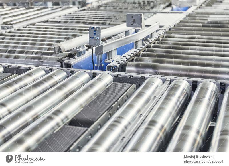 Transportlinie Förderrolle in Bewegung. Arbeitsplatz Fabrik Industrie Güterverkehr & Logistik Dienstleistungsgewerbe Post Business Maschine