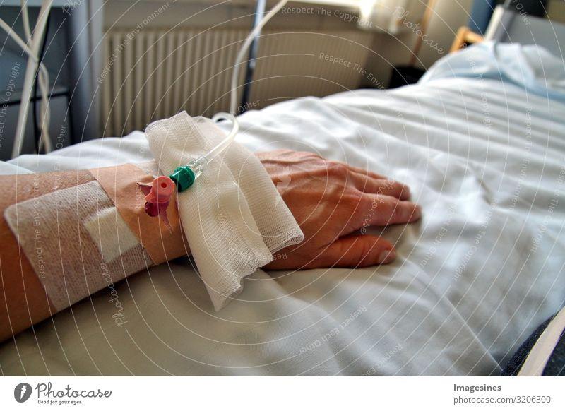 """Tropfinfusion im Krankenhaus Patient Gesundheitswesen Mensch feminin Frau Erwachsene Arme Hand 30-45 Jahre Krankheit Heilung """"Infusionstropf Weiblich Patientin"""