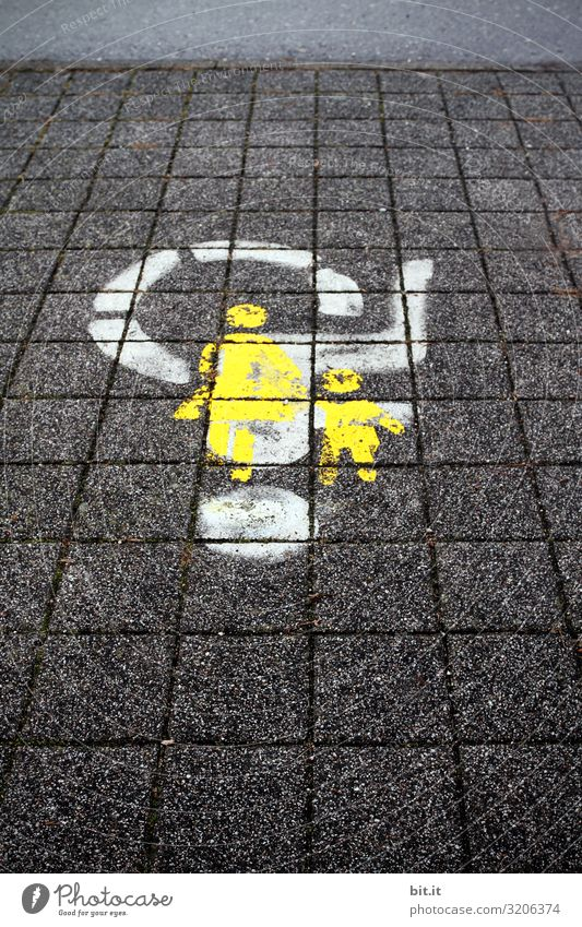 Trampelt nicht auf uns herum. Mensch Verkehr Verkehrswege Fußgänger Straße Wege & Pfade Zeichen Schilder & Markierungen Hinweisschild Warnschild Graffiti