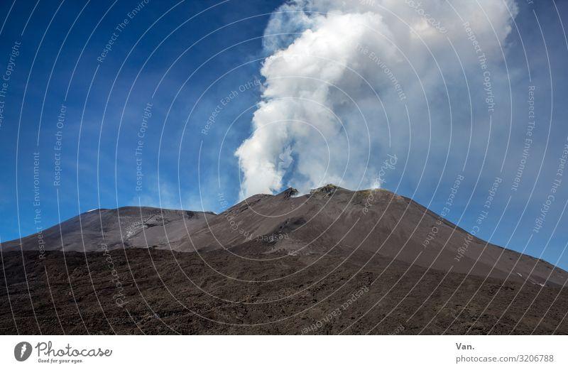 Raachermannl Natur Landschaft Urelemente Erde Himmel Schönes Wetter Hügel Berge u. Gebirge Vulkan Ätna Rauchen blau grau schwarz weiß Eruption Vulkankrater