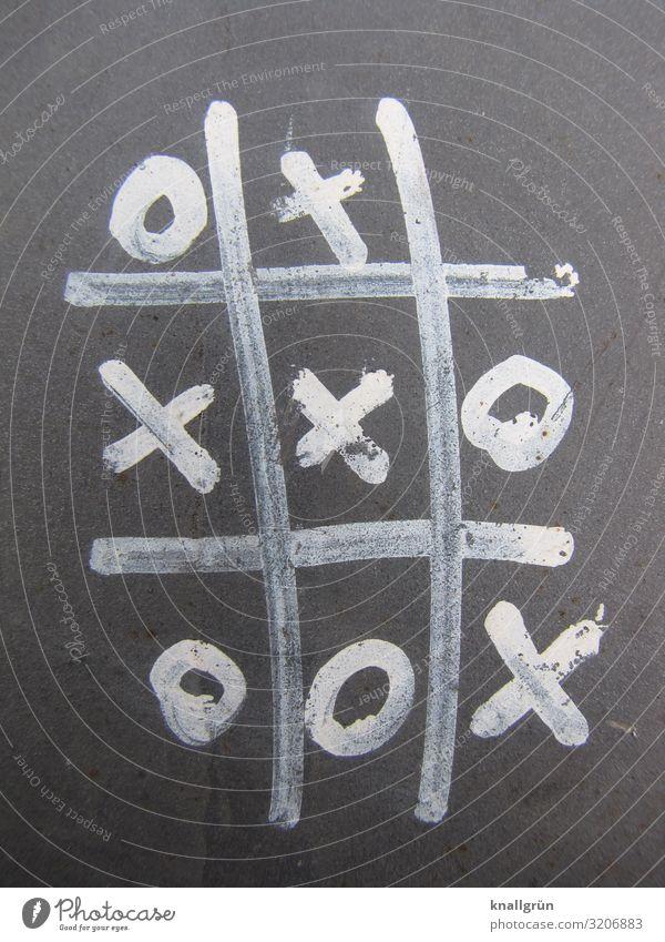 Tic-Tac-Toe Zeichen Graffiti Spielen grau weiß Gefühle Freude Neugier Freizeit & Hobby Kindheit Kommunizieren Konkurrenz planen Kinderspiel Erfolg verlieren
