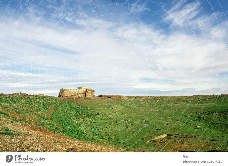 mitelalterliche Burg Schloss Himmel Horizont Wolken Gras grün blau weiß Weite Ferne Sehenswürdigkeit Sardinien
