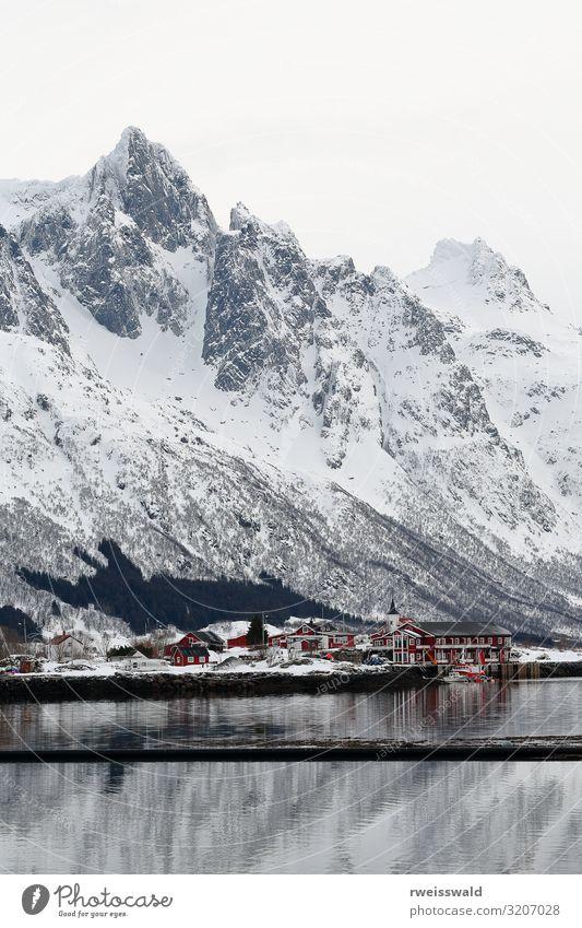 Sildpollnes-penins.from Sildpolltjonna-inlet. Lofoten-Norwegen-122 Winterurlaub Schönes Wetter Schneebedeckte Gipfel Fischerboot Sportboot Sjohus