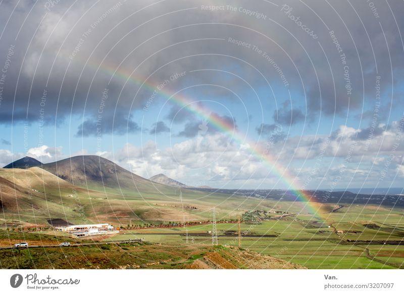 Regenbogen über Hügellandschaft Berge Gebirge Himmel Wolken Regenwolken Landschaft Natur Weite sanft grün blau