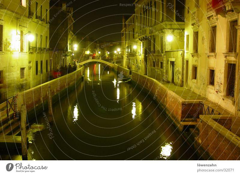 Venedig alt Wasser Europa Romantik Italien historisch Sightseeing März Kanal Nachtaufnahme Städtereise geradeaus Gracht Historische Bauten