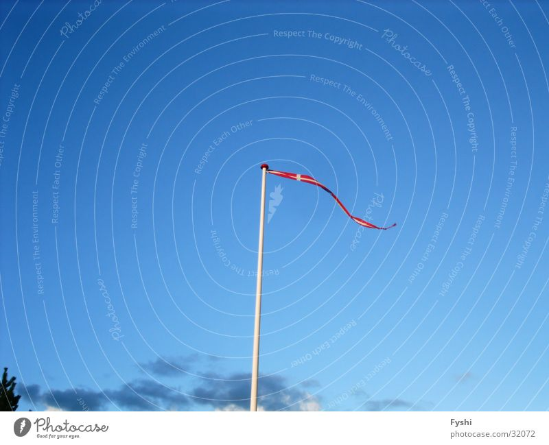 Dänische Fahne Himmel blau Wind Dänemark Dannebrog