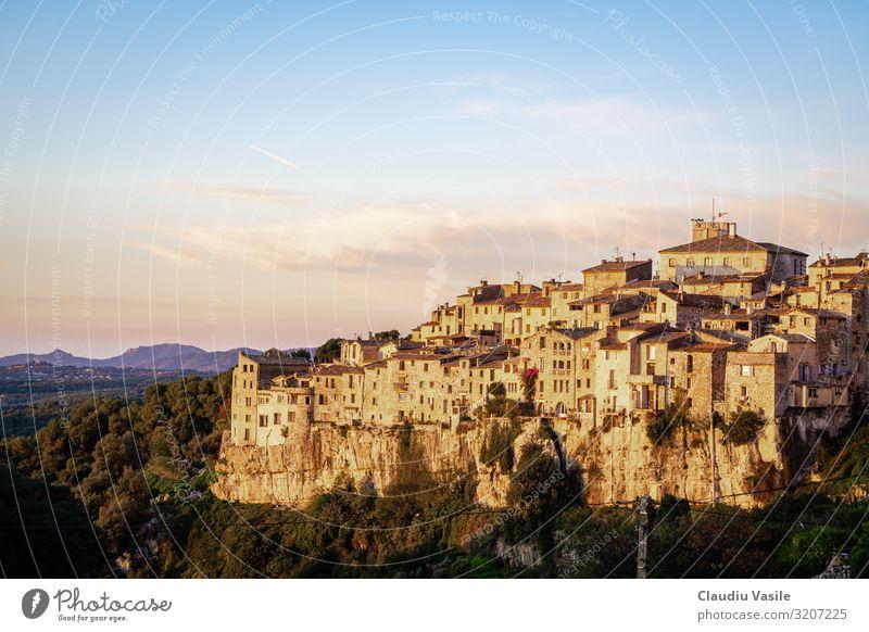 Tourrettes-sur-Loup ein hochgelegenes Dorf bei Sonnenaufgang Ferien & Urlaub & Reisen Tourismus Abenteuer Sightseeing Sommer Sommerurlaub Cote d'Azur