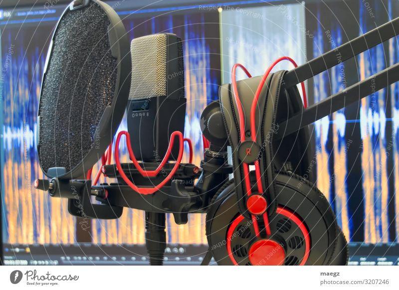 Podcast Set Mikrofon Kopfhörer Audio Recording Ton-Studio Computer Bildschirm Software Musik Sänger Musiker Neue Medien Filmindustrie Video hören Musik hören