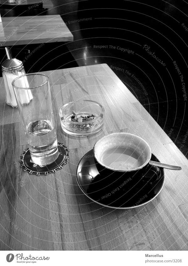 coffeeshop Einsamkeit gemütlich Schwarzweißfoto
