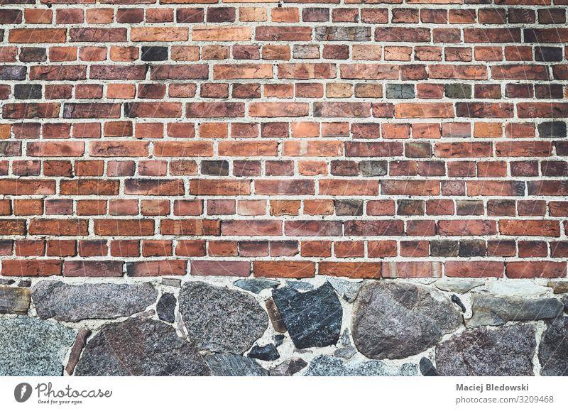 Alte Mauer aus Ziegeln und Steinen Tapete Felsen Altstadt Haus Burg oder Schloss Ruine Wand Fassade Backstein alt Nostalgie Baustein Hintergrund texturiert