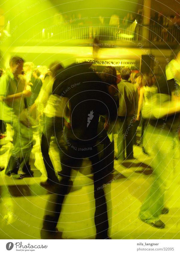 Universale_01 gelb Disco Club Party Unschärfe Bewegung Tanzen universale Freiburg im Breisgau Partystimmung Partygast