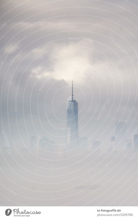 One World Trade Center im Nebel Umwelt Luft Himmel Wolken Gewitterwolken schlechtes Wetter New York City Manhattan USA Stadt Stadtzentrum Skyline Menschenleer