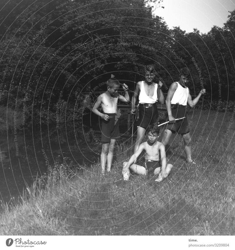 Zeitgeschichte | Jungsspiele 1929 wiese bach spielen waffen werkzeuge jungs sommer messer beil stock wald posen demonstrieren gruppenbild unterhemd hose