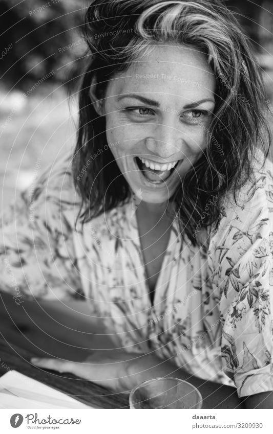 Mensch Jugendliche Junge Frau Sommer Freude Lifestyle Erwachsene Leben Wärme feminin Gefühle Stil Freiheit Freizeit & Hobby wild elegant