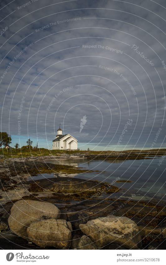 Die Kirche von Gimsøy Ferien & Urlaub & Reisen Ausflug Umwelt Natur Landschaft Himmel Horizont Felsen Küste Meer Lofoten Norwegen Skandinavien Sehenswürdigkeit