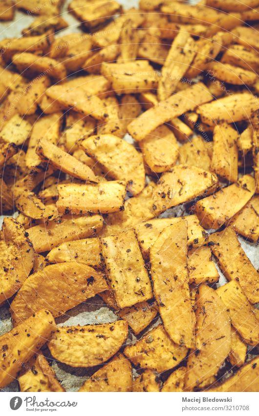 Geröstete Süßkartoffeln mit Kräutern. Gemüse Kräuter & Gewürze Ernährung Essen Mittagessen Abendessen Büffet Brunch Bioprodukte Vegetarische Ernährung Diät