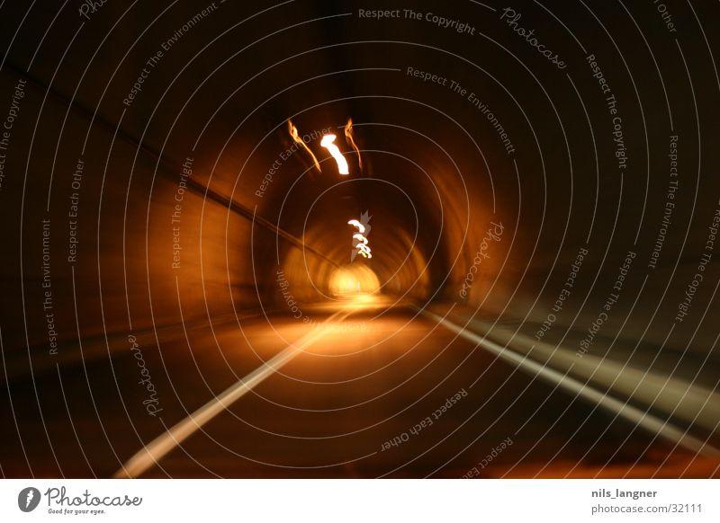 Tunnelblick 2 Licht Langzeitbelichtung Verkehr