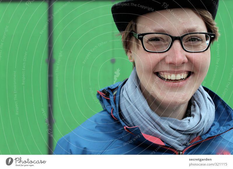 like a grinsebacke Freude Glück feminin Junge Frau Jugendliche Erwachsene Freundschaft Leben 1 Mensch 18-30 Jahre Jacke Brille Hut Mütze kurzhaarig